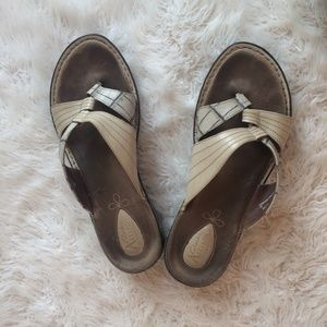 CLARKS LEATHER THONG SANDALS TAN 9.5M